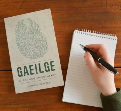 copy-gaelge-book-with-notepad